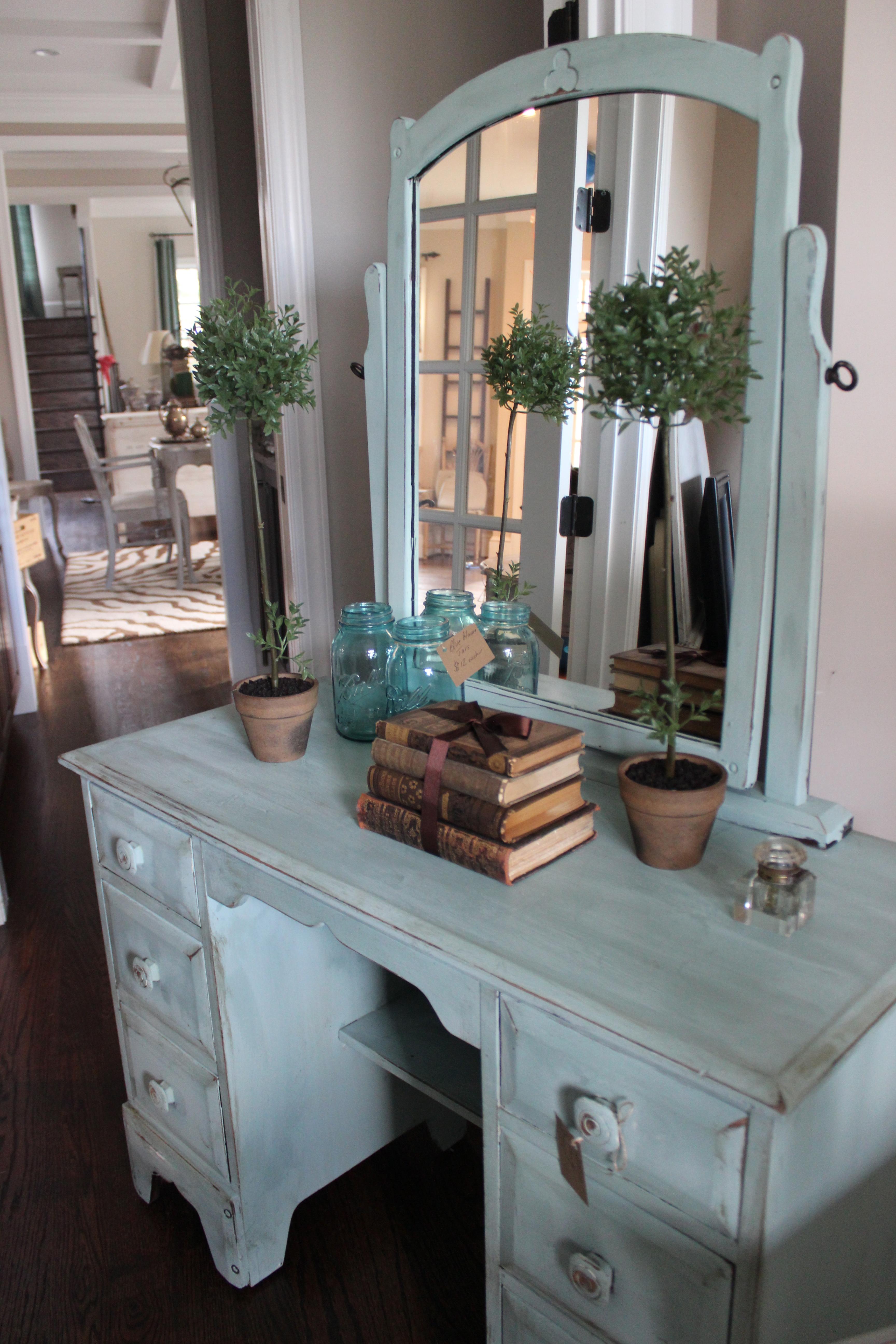 the sophia vanity/desk